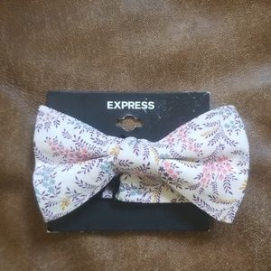EXPRESS bowtie floral